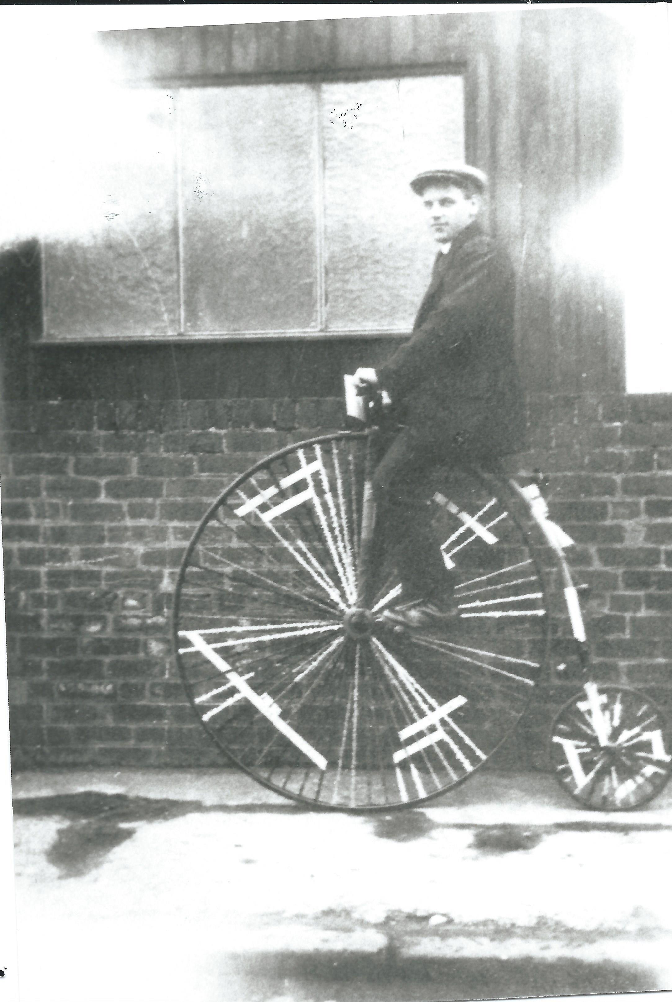 c1417b-clarion-cycling-club-bill-joynes-on-penny-farthing-outsi